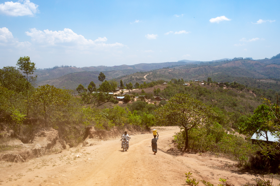 The road between Dambe and Nsambe health centers in Neno District, Malawi, along the border with Mozambique