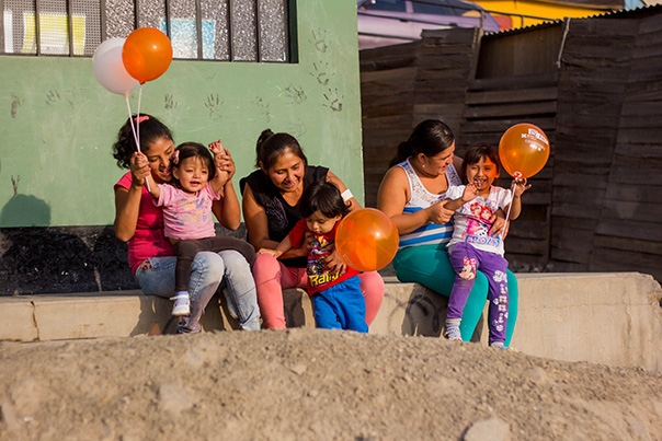 Mothers and their children celebrate graduation from the CASITA program.