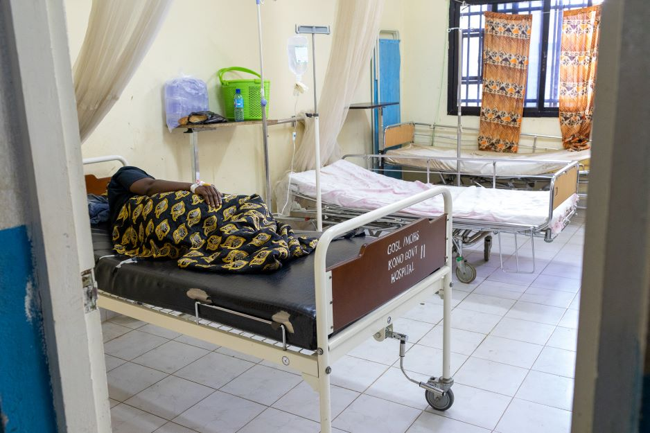 A woman recovers in the maternity ward at Koidu Government Hospital.
