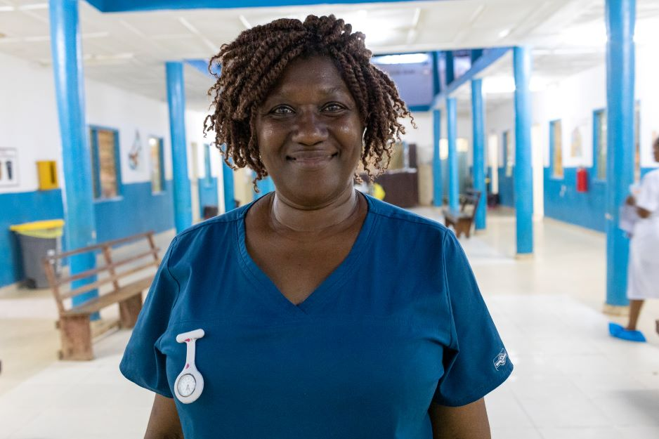 Isata Dumbuya stands in the maternity ward at Koidu Government Hospital. Photo by John Ra  / Partners In Health