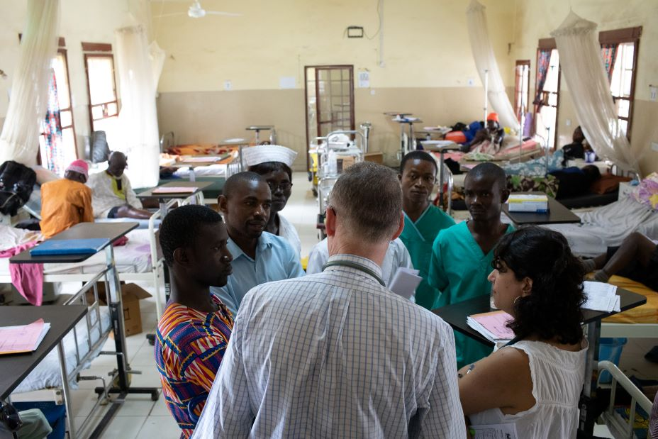 Co-founder Dr. Paul Farmer mentors clinicians and medical students on a visit to PIH-supported Koidu Government Hospital in Kono, Sierra Leone.