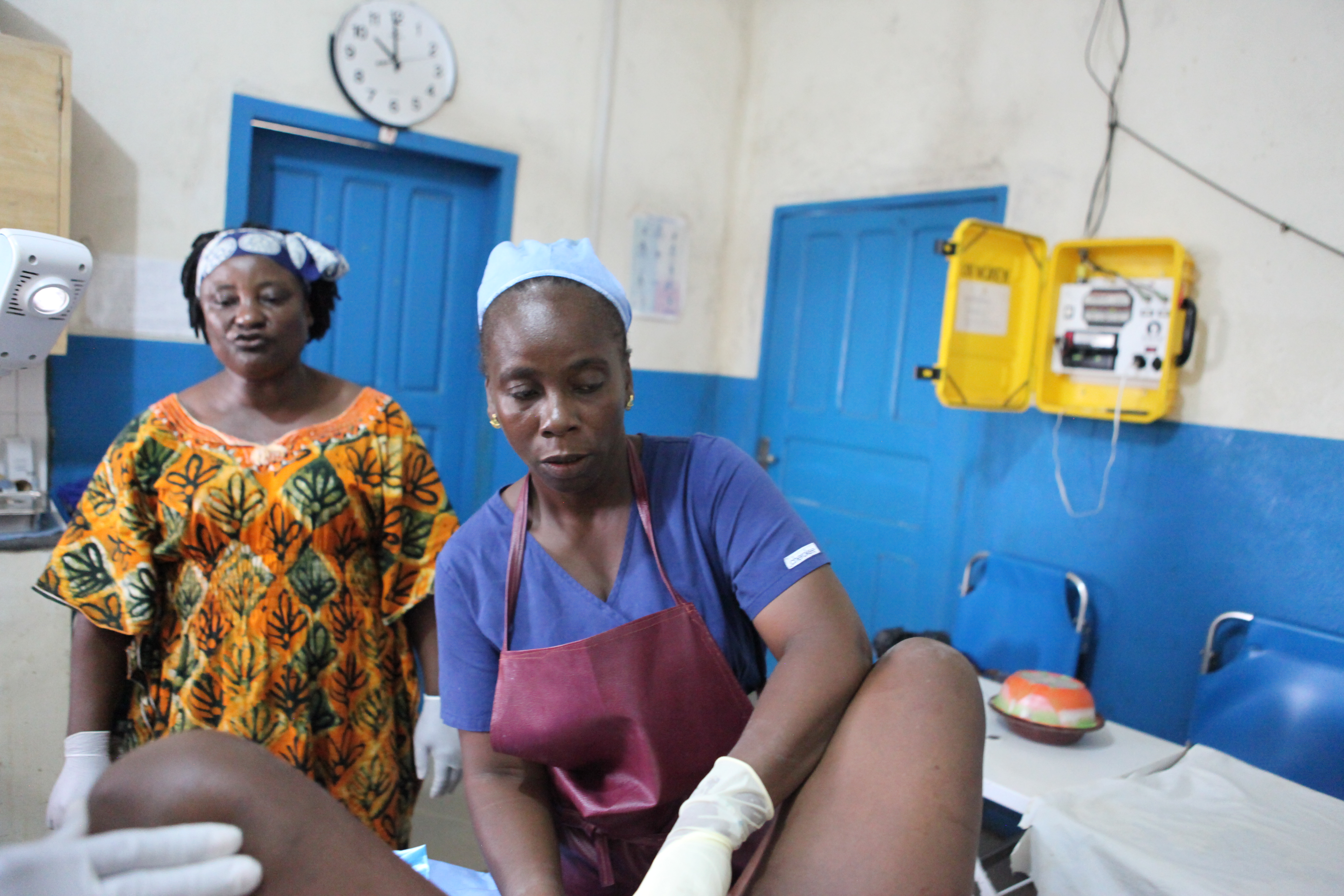 midwife aids mother in active labor in Liberia