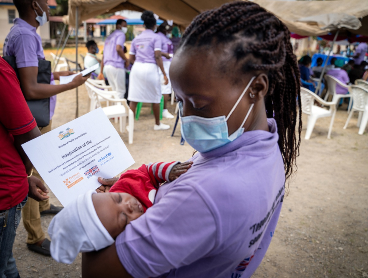 A clinician holds Naphtal, who was safely delivered in the Special Care Baby Unit at PIH Sierra Leone