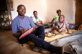 PIH staff in Malawi deliver social support to families in care