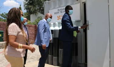 Lesotho Ministry of Health and PIH leaders open a new oxygen plant at Botsabelo Hospital